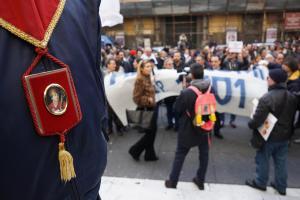 """Protesta dei fedeli """"Giù le mani da San Gennaro"""""""
