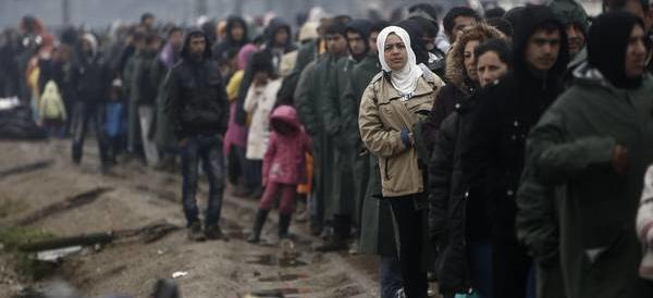 Frontiere, la Serbia: basta immigrati. La Macedonia li rispedisce in Grecia