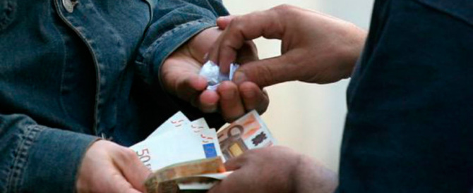 La Firenze di Renzi capitale dello spaccio: droga offerta come caramelle