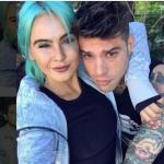 La deejay coi capelli turchesi e Fedez quando stavano insieme. (Foto Instagram)