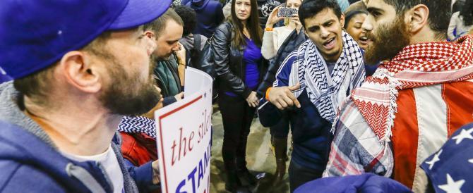 Trump costretto dagli studenti a interrompere il comizio. Come in Italia…