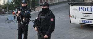 Non si ferma la guerra curdi-Turchia: un'autobomba fa strage di poliziotti