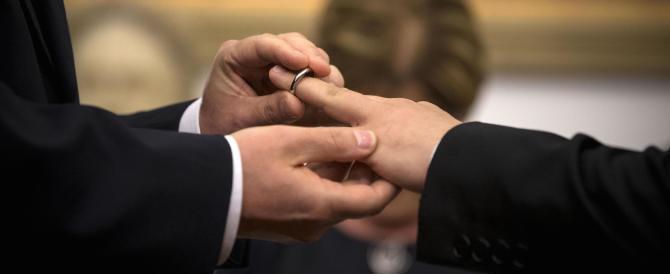 """Alunni in gita al """"matrimonio"""" gay, FdI offre assistenza legale ai genitori"""