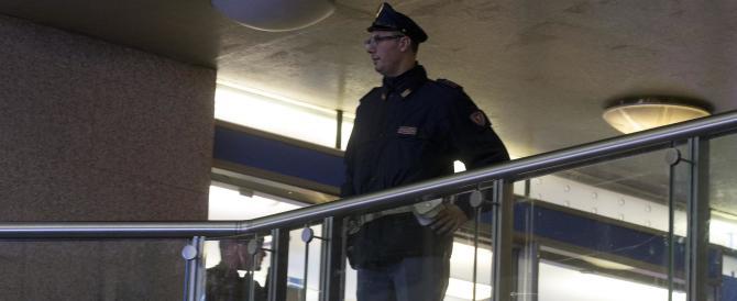 Paura in metro a Roma, bloccato un uomo: girava con un'arma giocattolo