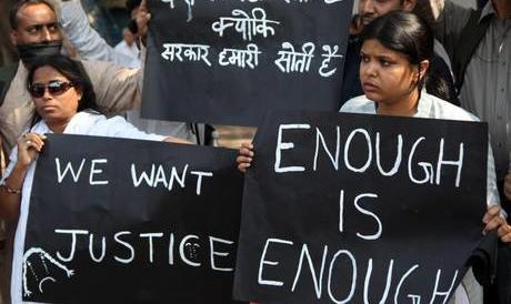 Nuovo orrore in India: ragazzina di 15 anni stuprata e bruciata viva