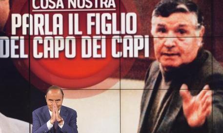 L'Agcom su Porta a Porta: censurabile l'intervista a Riina Jr. Vespa fa l'offeso
