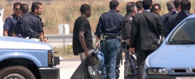 Favorivano la permanenza illegale di immigrati: denunciati 22 marocchini e 2 italiani
