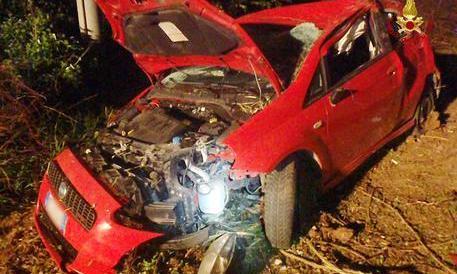Scontro tra due auto, tragedia per tre amici diciottenni: muoiono sul colpo