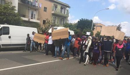 Rifiutano di farsi identificare: ancora proteste di migranti a Cagliari