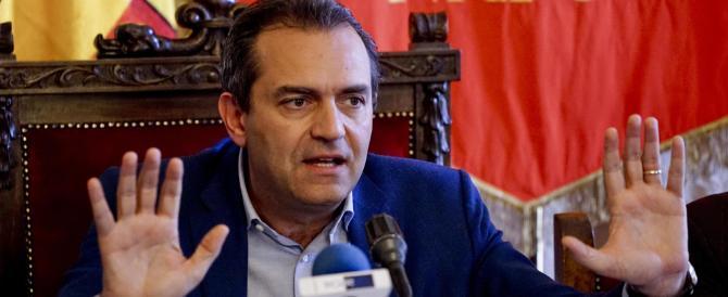 """Napoli nelle mani dei criminali, ma De Magistris li perdona: """"Disagio sociale"""""""