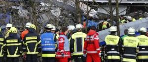 Disastro ferroviario in Germania: il capostazione giocava col cellulare