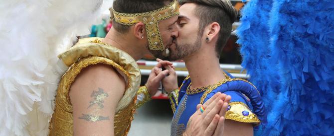 Genova, il Comune patrocina i corsi prematrimoniali per gay e lesbiche