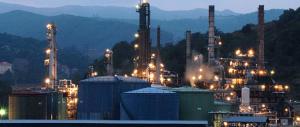 Genova, si rompe oleodotto: migliaia di litri di greggio verso il mare