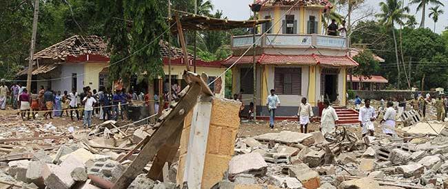 India, esplodono fuochi d'artificio: centinaia di morti in un tempio indù