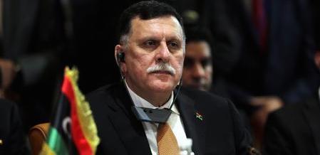 """Libia, il premier """"ribelle"""" si ritira. 10 città rompono con Tripoli: sì a Sarraj"""