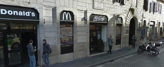 Trent'anni fa il McDonald's a Roma. E il FdG lanciava uova per protesta