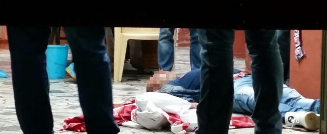 Terrore a Napoli, sparatoria in strada davanti ai bambini: 2 morti e tre feriti