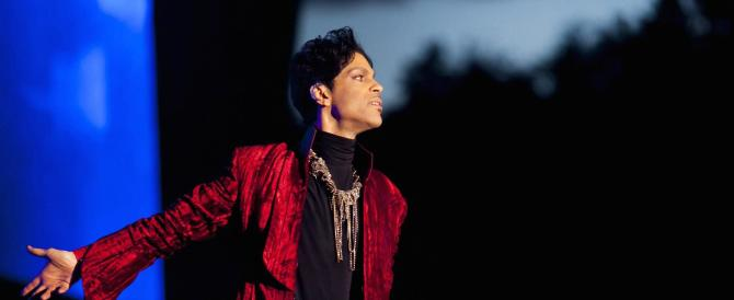 Prince trovato morto nella sua casa. Addio a un'icona del rock