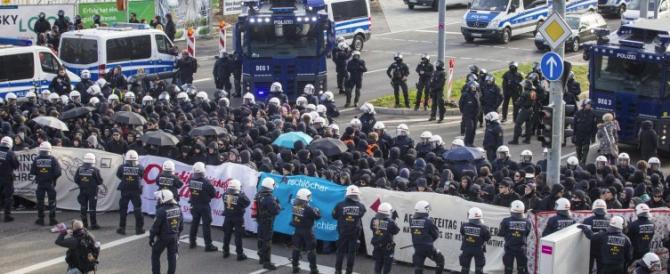Stoccarda, arrestati 400 black bloc per l'assalto al congresso della destra