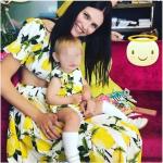 Vestita come la mamma. Mia viene festeggiata così, sui profili social della super modella.(Foto Instagram)
