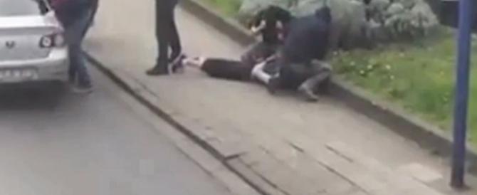 Bruxelles: il video dell'arresto di Abrini, il terrorista dell'Isis con il cappello