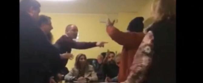 Pd Puglia: la riunione in diretta streaming finisce a sediate (video)