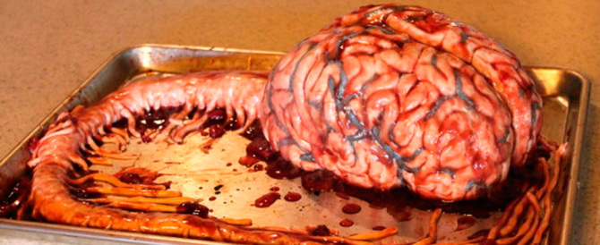 La pasticceria horror: ecco l'infermiera con l'hobby delle torte mostruose