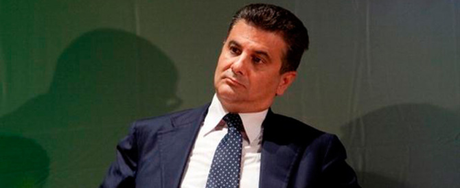 Petrolio, un'altra tegola sul Pd: indagato il sottosegretario De Filippo