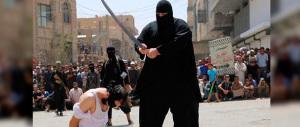 Isis, il torturatore di bambini ha un volto. Usa e Occidente lo vogliono morto