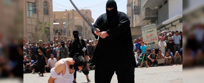 """In Francia è caccia all'islamista. Il capo dei servizi segreti: """"Denunciateli"""""""