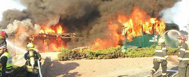 Roma ostaggio dei piromani, vanno in fiamme altre trenta auto parcheggiate