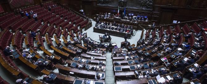 Riforme, Renzi parla a un'aula deserta: le opposizioni vanno via per protesta