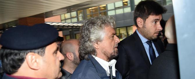 Casaleggio, Grillo alla camera ardente. I nuovi leader alla base: non molliamo