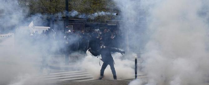 Jobs act alla francese: scontri e disordini contro Hollande a Parigi