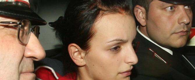 La rom che uccise Vanessa in metro ride su fb: in bikini su uno scoglio