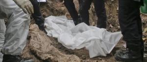 Orrore dell'Isis a Palmira: 42 corpi (con donne e bambini) in una fossa comune