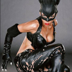 Quando era protagonista di Catwoman, in costume. (Foto Instagram)