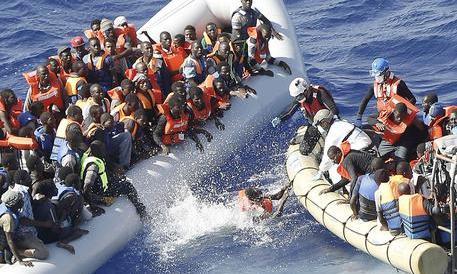 """Gestiva il traffico dalla Libia, ghanese identificato dai migranti: """"Così ci torturava"""""""