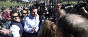 Salvini per le strade di Roma: «Renzi non lo ascolto più, mi dà la nausea»