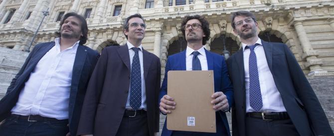 """""""Schiforme"""", le opposizioni lanciano il referendum contro la riforma truffa"""