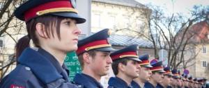 """Clandestini, linea dura dell'Austria: la sua """"polizei"""" sale sui treni già a Trento"""
