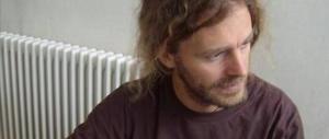 Il prof licenziato torna, abbraccia gli studenti e spiega Nietzsche
