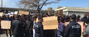 Rivolta dei profughi a Brindisi, Cagliari e Piacenza: è allarme