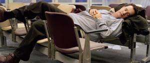 Bimbo sbarca a Parigi col passaporto falso: è in aeroporto da 10 giorni