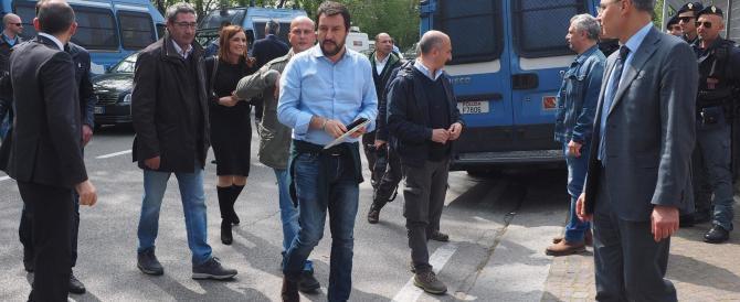 Rimini, bombe-carta contro Salvini: «Branco di sfigati, andate a lavorare»