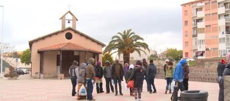 Sbarcati da 10 giorni e già protestano: migranti assediano chiesa a Sassari