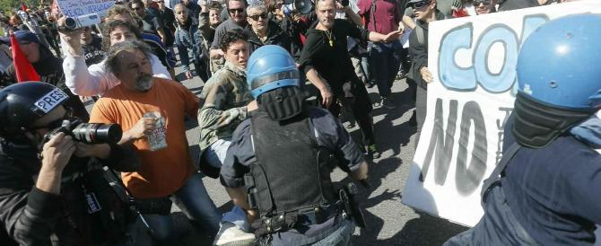 Renzi a Pisa per l'internet day: il video degli scontri tra manifestanti e polizia