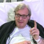 Sgarbi si è filmato anche sul letto di ospedale, dopo un brutto problema di salute. Eccolo.(Foto Facebook)
