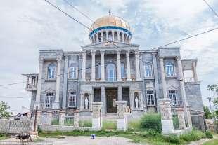 Pure i gitani hanno una capitale: è Soroca, in Moldavia. Il regno del kitsch