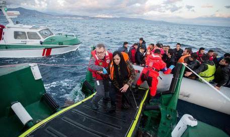 Frontex, gli arrivi in Italia superano quelli della Grecia: in un mese 8370 sbarchi